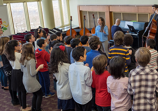 19 orchestral instruments are offered to the Classe enchanté youth of the music faculty - University of Montréal .Conductor Jean-François Rivest was there to introduce them to the wonderful world of orchestral instruments.